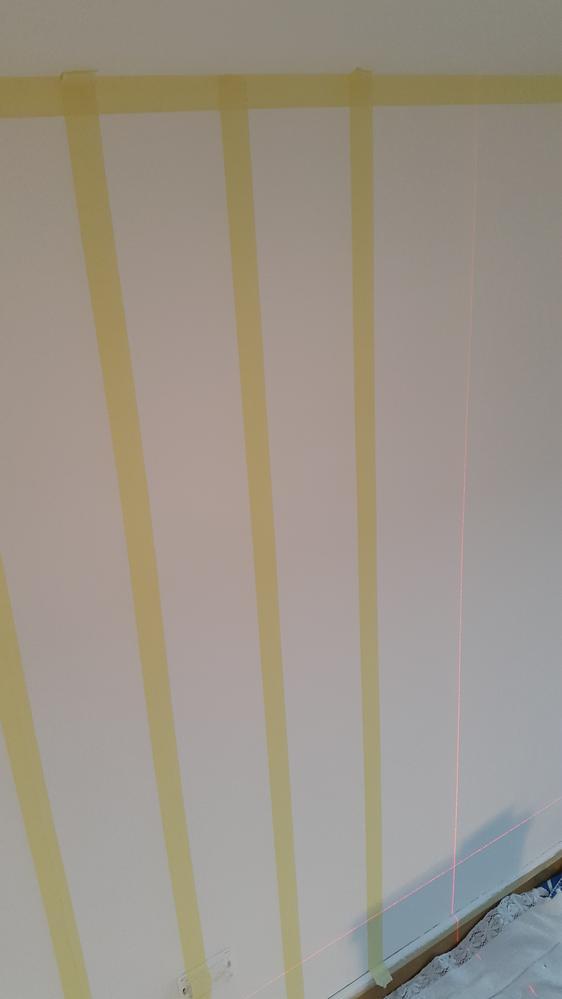Parete a righe come realizzare un decoro a parete  Manuale Fai Da Te  Imbianchino