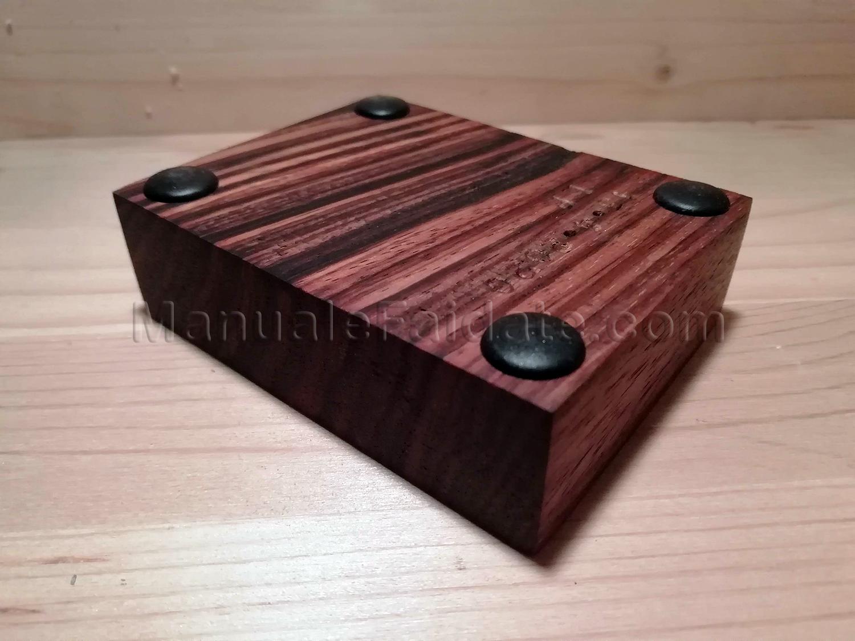 Come Sistemare Una Porta In Legno portapipa in legno zebrano massello intaglio del portapipa
